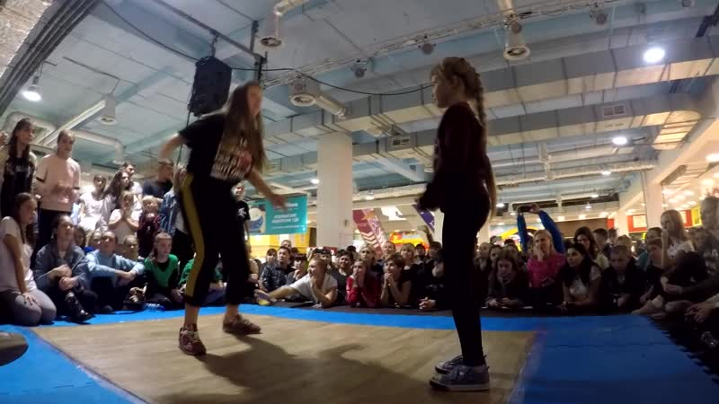 Реснянская Вероника vs Неизвестно/Дэнсхолл/1 круг/Kids Battle (г. Самара 2018)