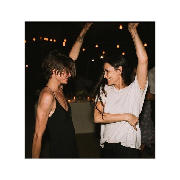 Деми Мур закрутила лесбийский роман с сербской стилисткой Американская актриса Деми Мур встречается со стилисткой из Сербии Машей Мандзукой. Об этом сообщает портал Radar Online со ссылкой на
