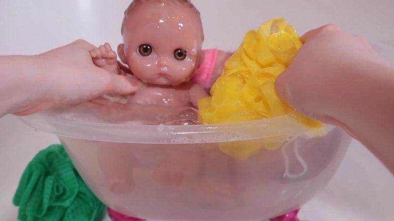 Куклы Пупсики Купаются в ванночке Беби Бон. Играем с цветными мочалками / Зырики ТВ детский канал