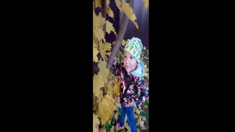 Диана рассказывает стих у лукоморья дуб зелёный