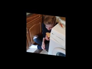 Богдан ест бутер от Леди Гаги и бьет себя за Чулым(18+)