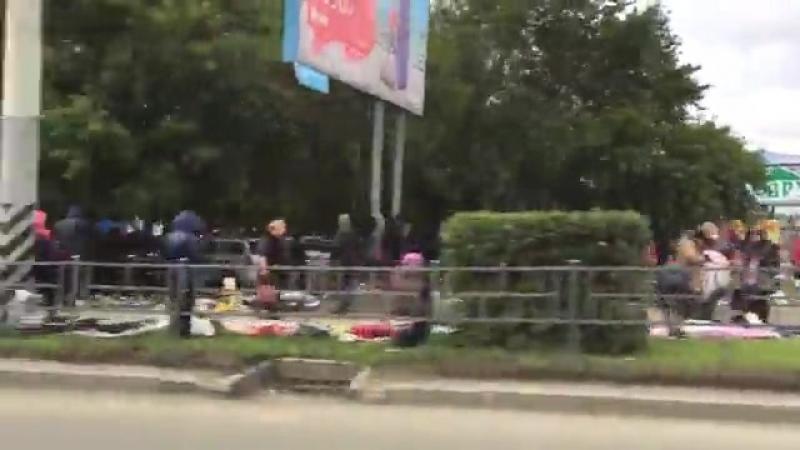 Огромная барахолка в Омске свидетельствует о поднятии с колен населения России