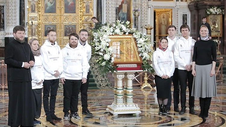Добровольческий отряд кинокомпании «Союз Маринс Групп» на Патриаршей литургии в Вербное воскресенье