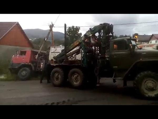 У селищі Ясіня вантажівка залишила без електрики цілий мікрорайон