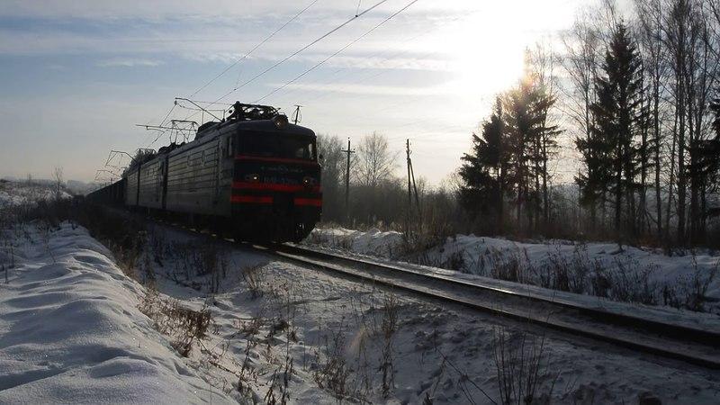 ВЛ11 339 А 299 с грузовым поездом и приветливой бригадой