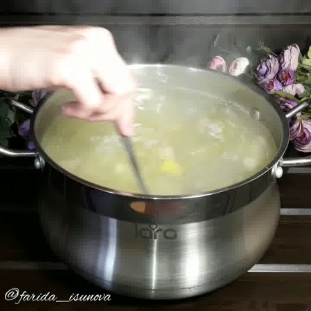 Обед • Зеленый борщ на курином бульоне