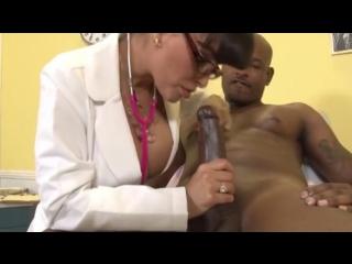 Doctor Milf Lisa Ann interracial (порно, porn)