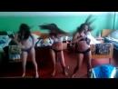 Школьницы дурачатся голые танцуют в лагере