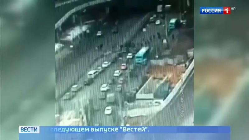 На Рязанском иномарка влетела на пешеходный переход на красный свет и сбила людей