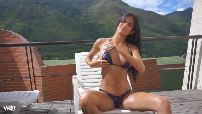 Sweet Teen Model Denisse Gomez in Mikro Bikini