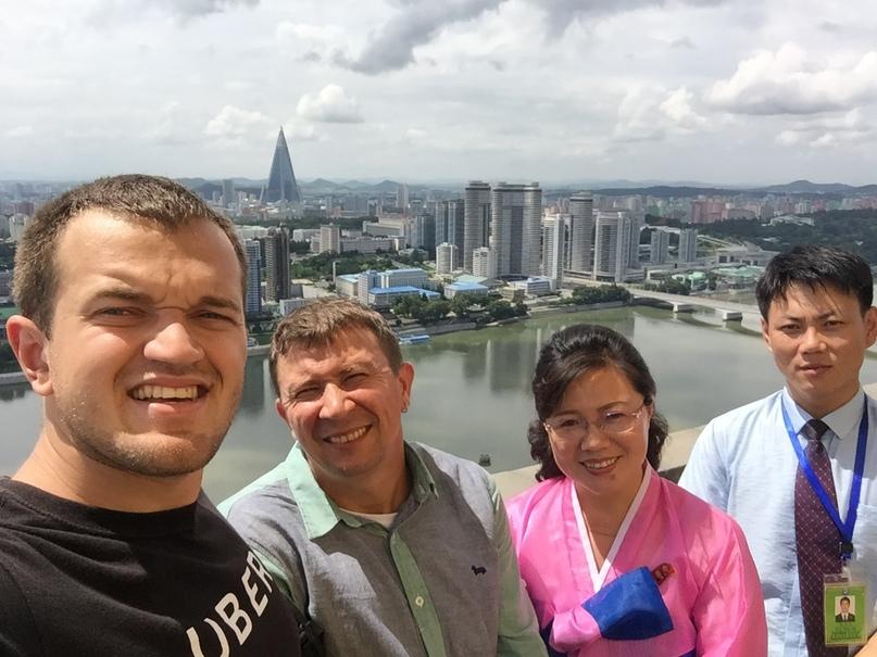Я, Сергей, наш экскурсовод и гид Вон Хо