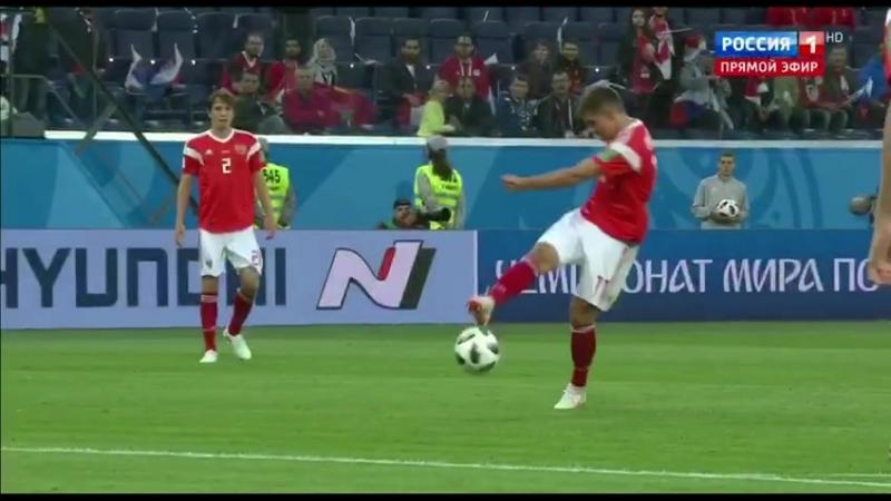 Египтянин забил в свои ворота сразу после начала второго тайма. Кто заходил в египетскую раздевалку в перерыве? Россия вперёд!⚽