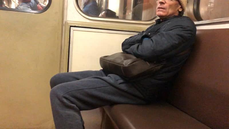 Еб@нутый в метро