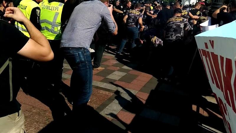 В Киеве взрывают Верховную раду! Национальный корпус пошел на Штурм