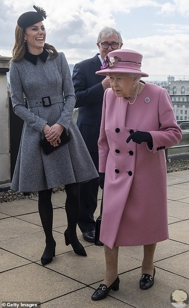 Кейт Миддлтон и королева Елизавета II впервые вышли в свет только вдвоем