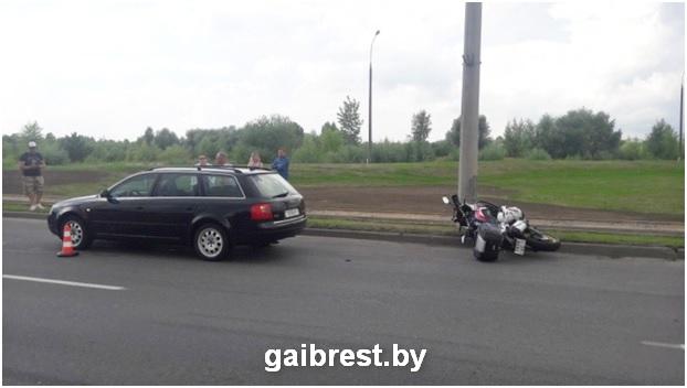 Брест: от тяжелых травм водителя мотоцикла спас шлем