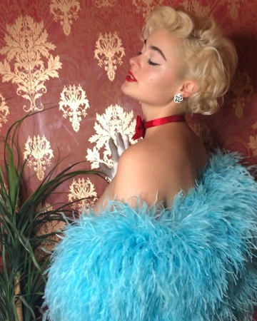"""Stefania Ferrario on Instagram """"Had a blast with @misssinaking today, here's a little Behind The Scenes she shot of me ⭐️ releasing the first imag..."""
