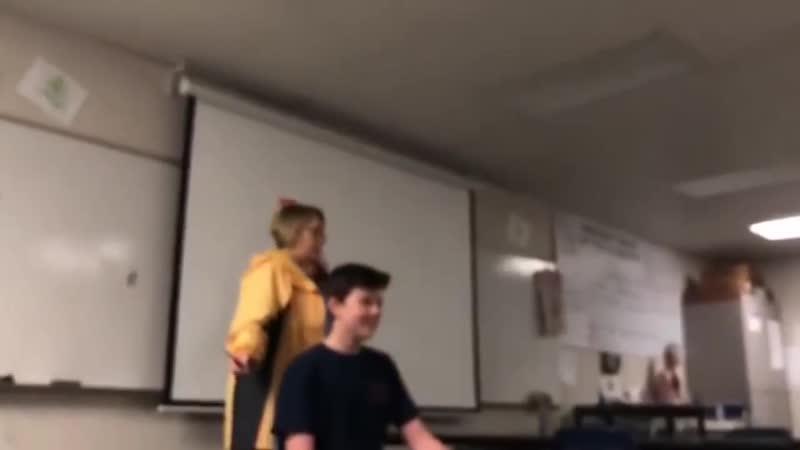Поехавшая училка остригает учеников на уроке | Мемпринтон