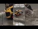 Куди Кличко дивиться комунальники розкидають сніг по дорогах