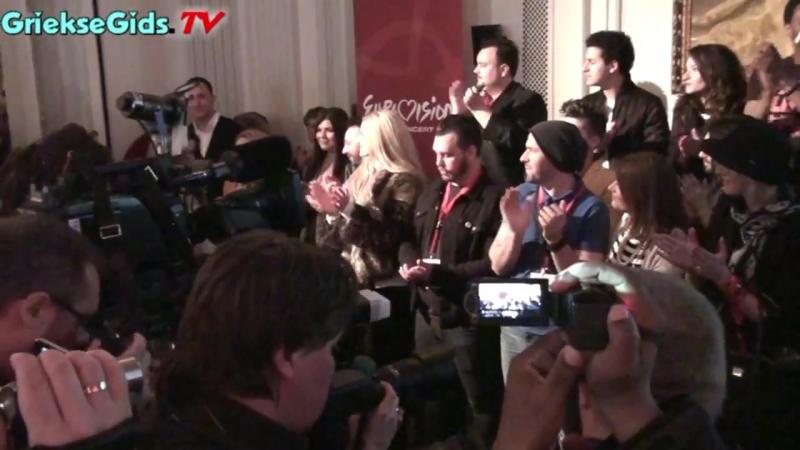 Griekse Gids bij Eurovisie Songfestival persmoment