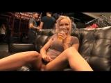 Раскованная блондинка Staci Carr