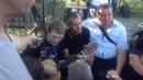 04.07.2015. Воронеж, у могилы Хоя его фанаты.