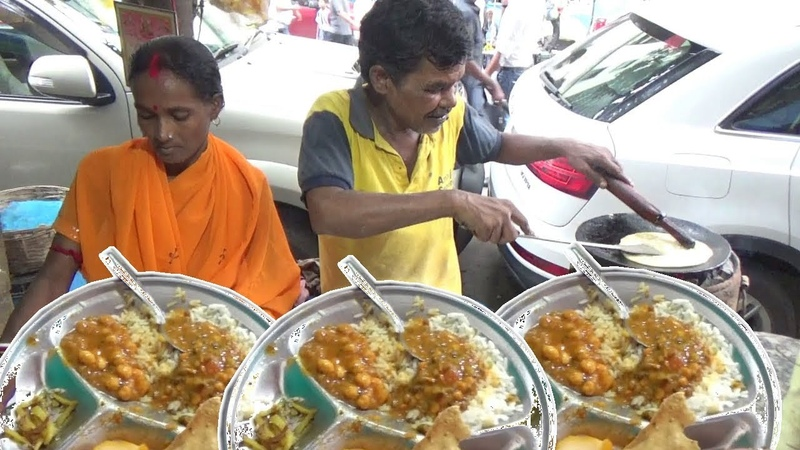 Bengali Husband Wife Selling 3 Aloo Paratha with Chana Masala Papad / Only 20 rs Per Plate