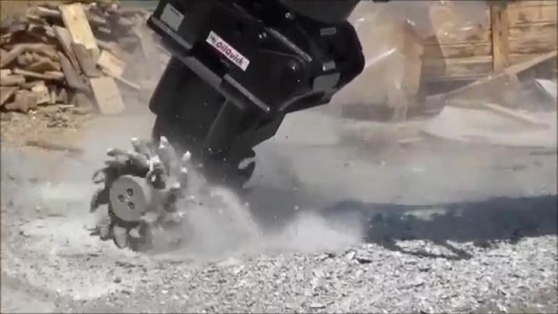 Режущий барабан KINSHOFER WS может измельчать асфальт, бетон, известняки, песчаники, пни