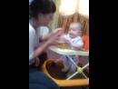 сынок кушает кашку