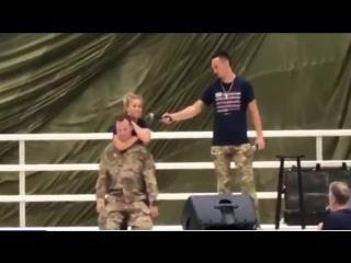 Пейдж Ванзант задушила военного до потери сознания (видео)