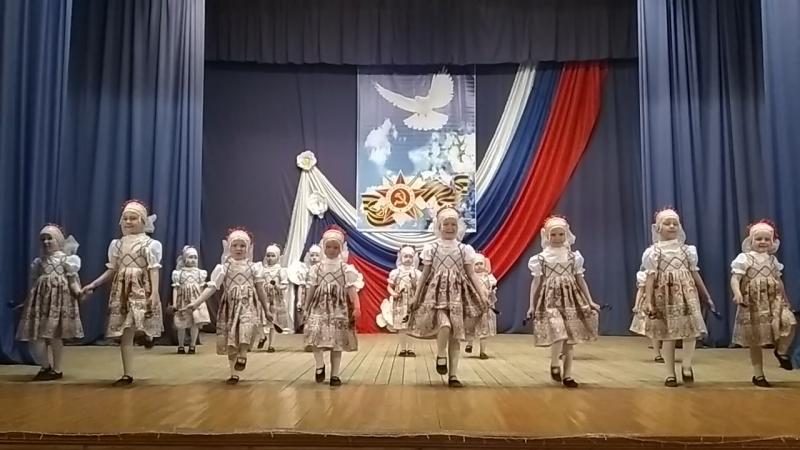 Район_танцует ТК Очаровашки танец Варенька