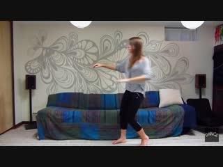 Как класно танцует девушка!!!