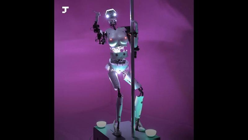 Этот робот был арт-объектом, а стал вебкам-моделью