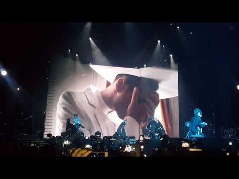 Сергей Лазарев в образе Папы Римского открыл N-Tour шоу в Москве