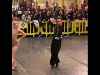 Зажигательный танец от талантливых малышей