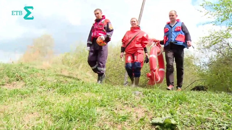 Спасатели-добровольцы спасают утопающего