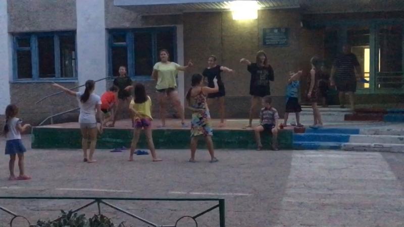 После трудного рабочего дня дети танцуют)28.08.18