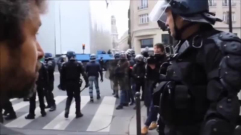 Pure iEXCLUSIF Un Gendarme sexprime sur Macron pendant un rassemblement des GiletsJaunes eaVous assumez ce que vous avez eelu