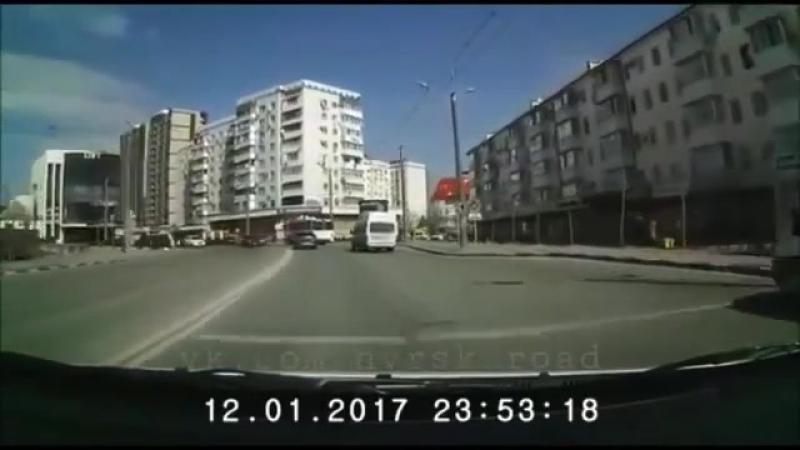 Лобовое столкновение в Новороссийске 😱