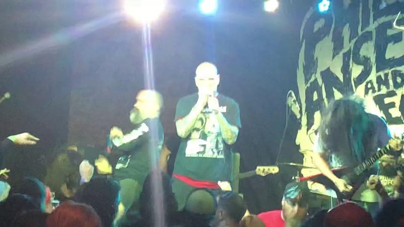 Philip H Anselmo and the Illegals perform Pantera I'm Broken