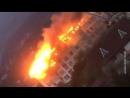 В Сочи горит многоэтажный дом крыша прогорела полностью огонь спускается на нижние этажи