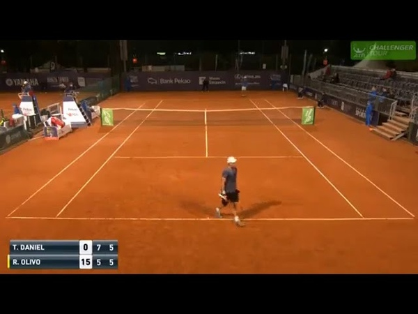 Hilarious! Tennis pro bamboozles opponent with sneaky unexpected serve in Poland