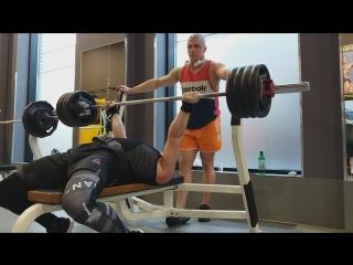 Gold's Gym. тренировка от 14.05.18г 100кг × 30 повторений.