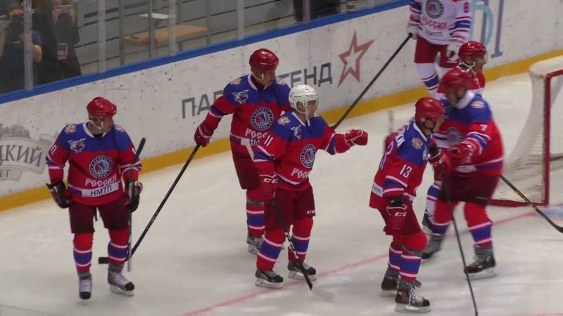 Путин В.В. забивает гол на гала матче 10.05.2016 год в сочи