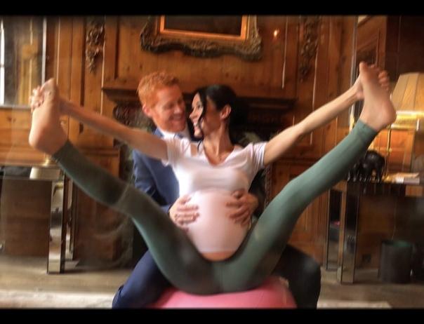 Йога для беременных и новорожденный малыш: двойники Меган Маркл и принца Гарри снялись в новом фотопроекте Фотограф Элисон Джексон представила свой новый проект, посвященный членам британской