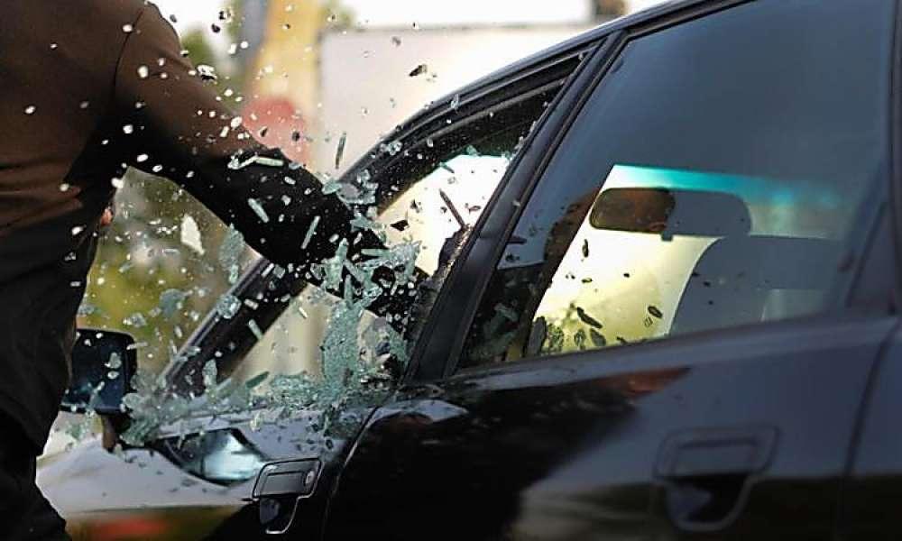 Таганрогские полицейские задержали мужчину, умышленно разбившего автомобиль своего знакомого