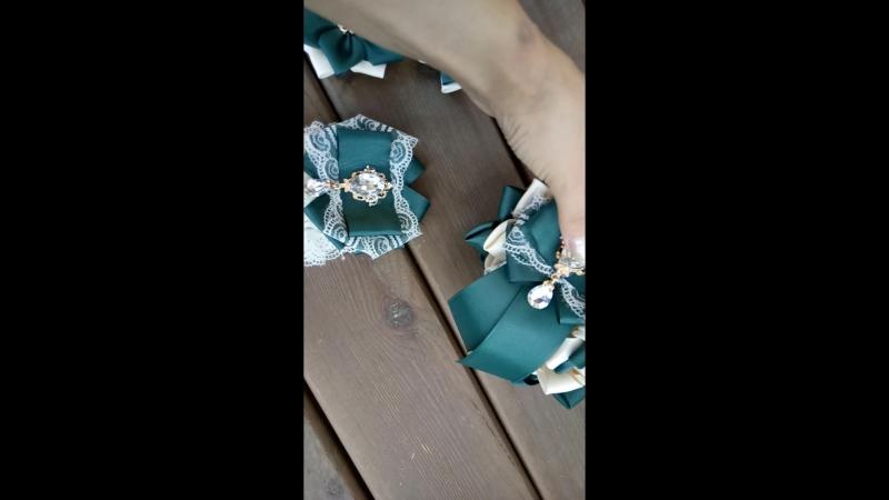 В наличии набор на первое сентября,галстук-брошка,две резиночки,и повязка на дулю,цена 1100