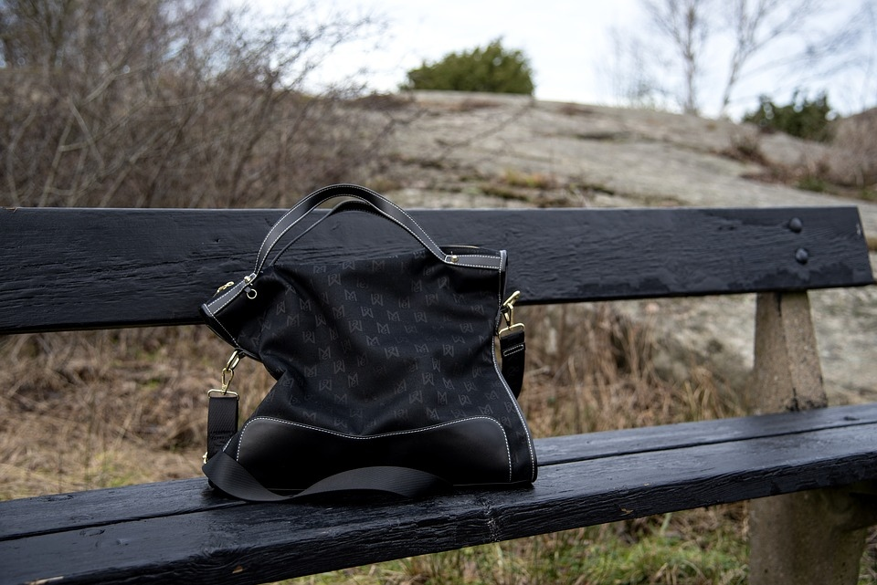 Волжанка лишилась сумки во время прогулки по парку