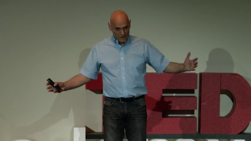 Как нажать на тормоза, чтобы не попасть в ловушку мышления | Стивен Хайес | TEDxАкадемияДэвидсона