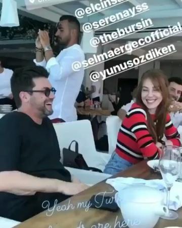 """Bay Magazin on Instagram """"Serenay sarıkaya, Kerem Bursin ve Elçin Sangu ve Yunus Özdiken bir arada... Mikonosta tatil yapan ünlü isimleri fark ed..."""